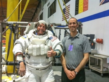 An astronaut, Reid Wiseman, and Urmston, who dreams of becoming one, in NASA's Neutral Buoyancy Lab. Photo from Popular Mechanics